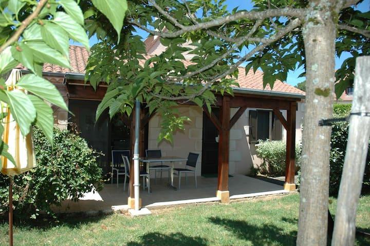 Hermosa casa de vacaciones en Aquitania con piscina