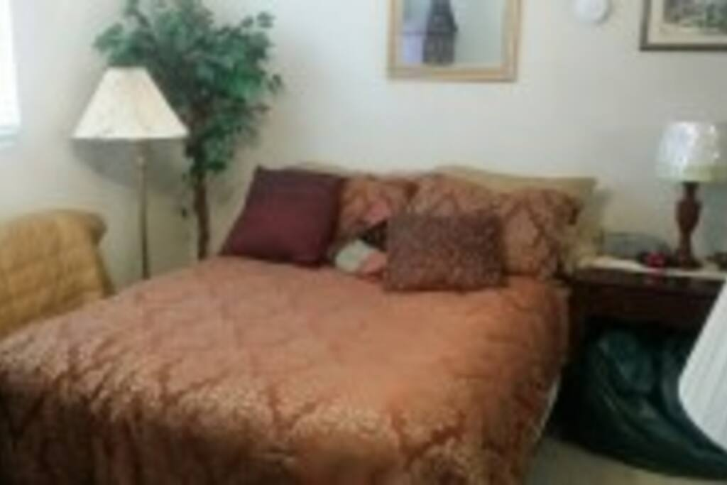 this is downstairs bedroom but upstairs very similar