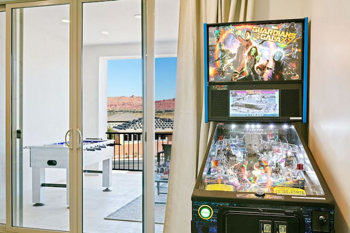 Private hot tub and arcade gaming room!!! 5 bed 5 baths.  Stunning  views! - Arcadia #31