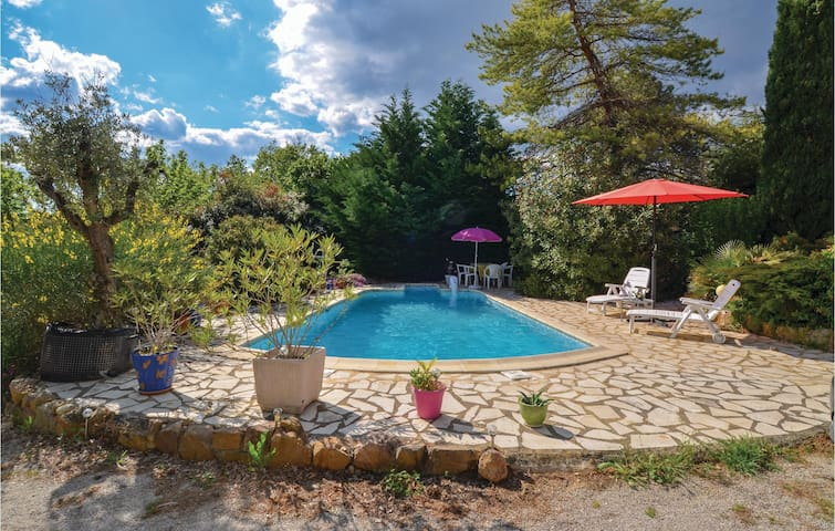 Holiday cottage with 3 bedrooms on 100m² in St Julien de Peyrolas