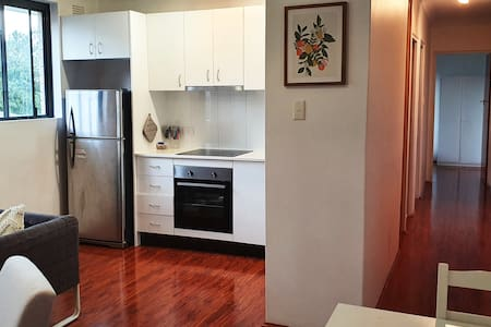 Light Filled 2 Bedroom Apartment in Glebe