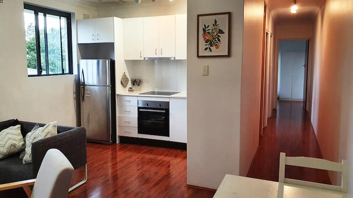 Light Filled 2 Bedroom Apartment in Glebe