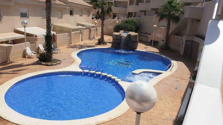 Duplex de 3 plantas con  piscina y vistas al mar