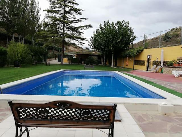 Grande villa avec piscine & jardin
