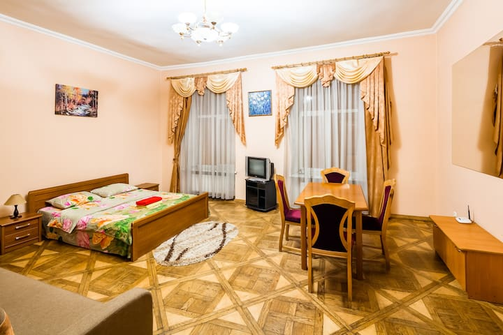 One Bedroom Apartment on Lesi Ukrainky 7