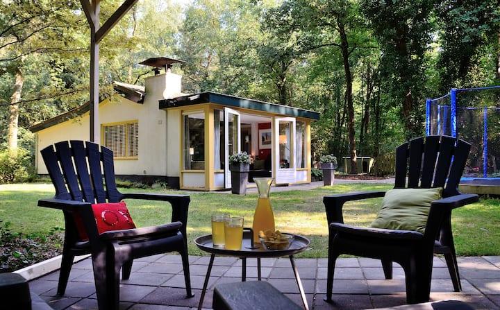 Vakantiebungalow met omheinde tuin en trampoline