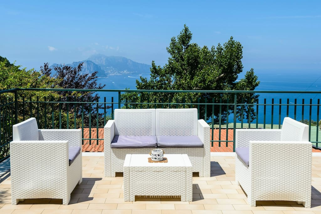 fully equipped terrace with Capri view