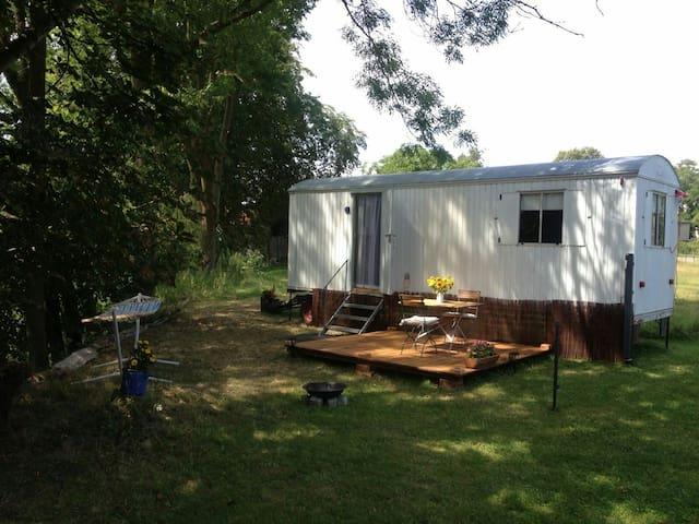Urlaub auf dem Lande im Zirkuswagen - Dersentin - Bobil