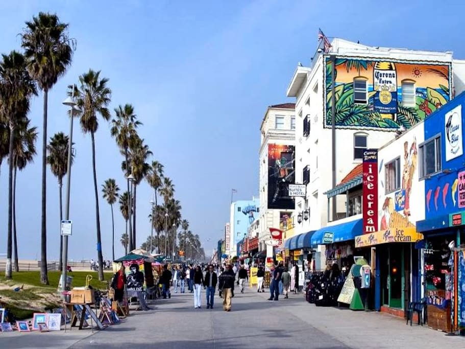 20min bike ride from famous Venice boardwalk.
