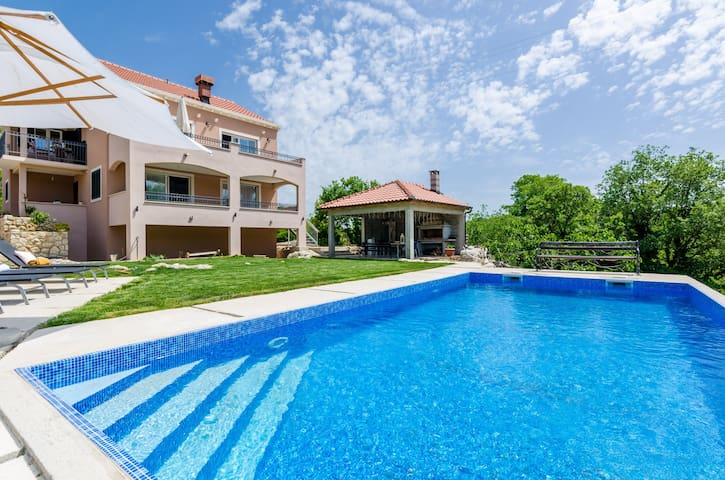 Villa Majkovica - Four Bedroom Villa with Terrace and Swimming Pool