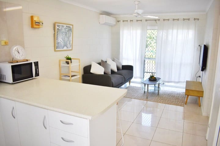 A Modern Unit 2bedrooms Walking to CBD shopping!