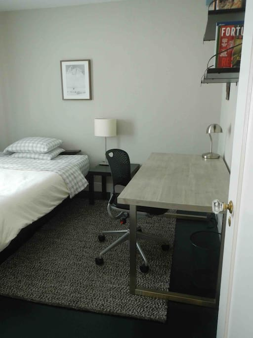 Queen memory foam bed.  The room gets natural light, and includes a large desk, a closet, wi-fi.  Fresh linens and towels are provided.