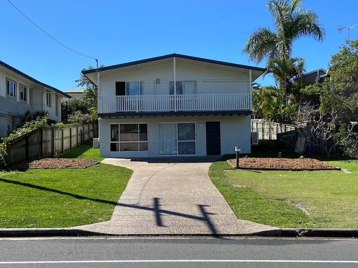 Wee's Place - Sunshine Beach House - Pet Friendly