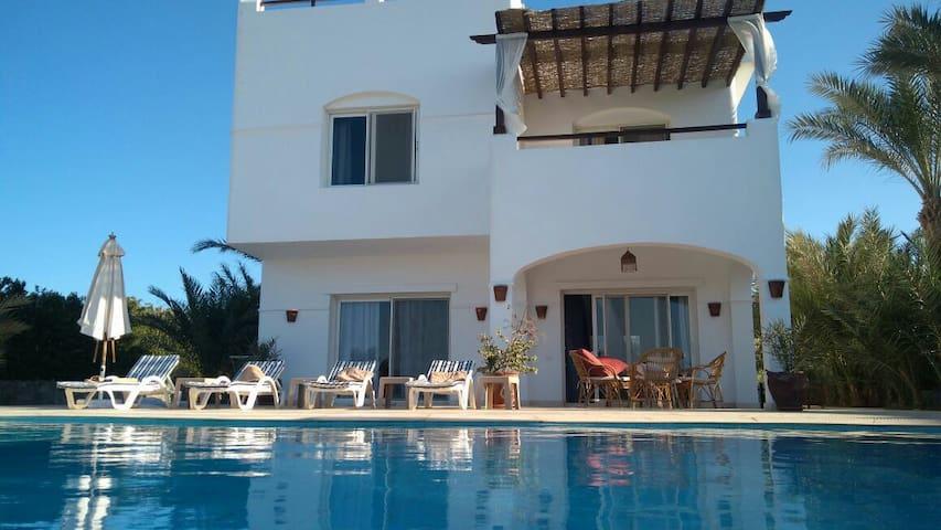 Amazing villa 3bedroom in white villas area