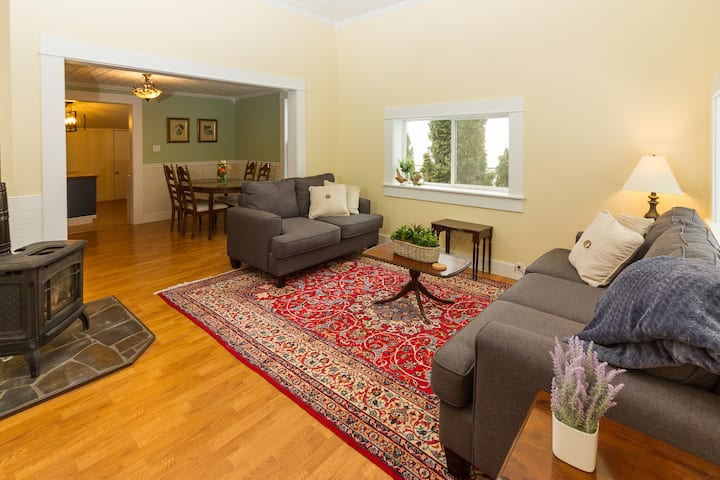 Charming Moscow Home, Walk to Downtown