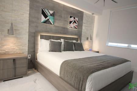 Yacht Club at Aventura Lux  2 Bed 2 Bath New 09/18