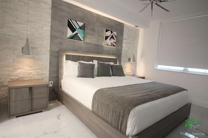 Yacht Club at Aventura Cozy Lux  2 Bed 2 Bath New