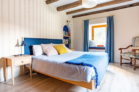 Big Double/Twin Bedroom in a Converted Farmhouse