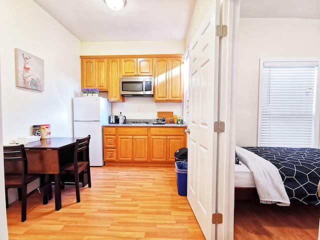 9B - 2B1B Unit w/ Kitchen near BART, Freeway & SFO