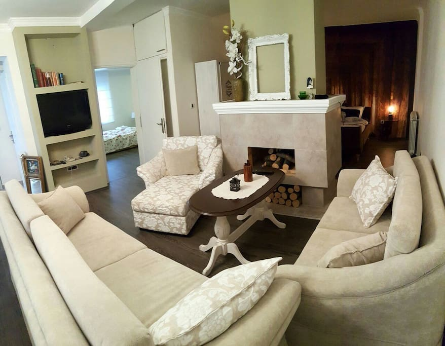 livin room with seating furniture