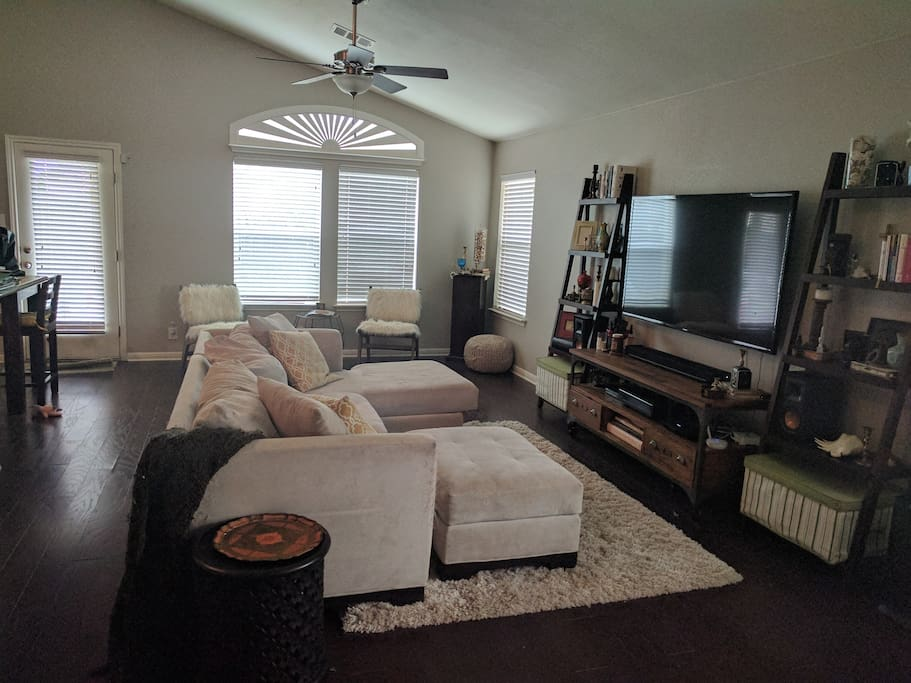 Living room with TV + Roku and Record Player