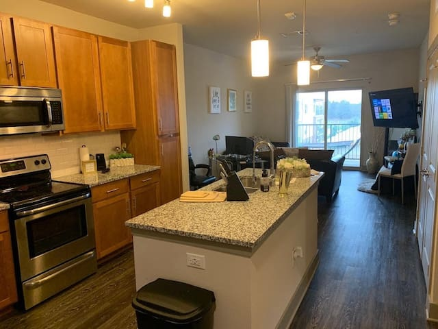 Clean Affordable Apt - Pool View Near Waterpark