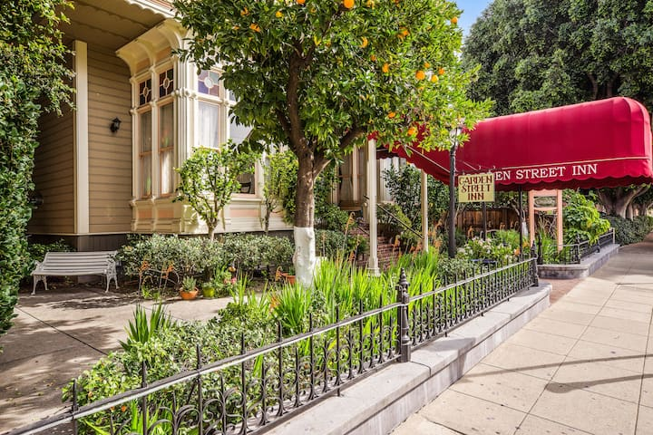 Queen Suite in Downtown SLO's Most Historic Boutique Hotel - Complimentary Breakfast!