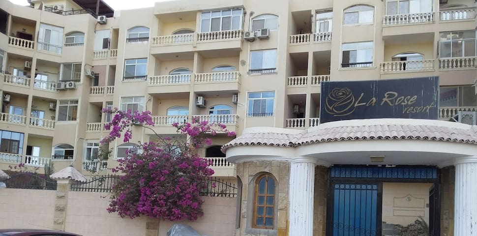 1 bed room Apartment, 5 minutes to HRG Airport