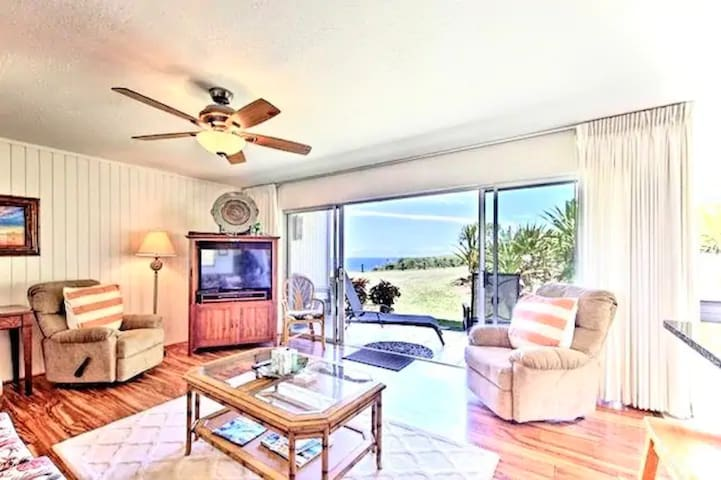 Perfect North Shore Getaway Near Hideaway Beach!