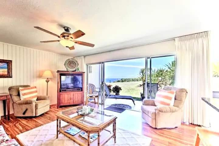Perfect North Shore Getaway Near Hideaway Beach!