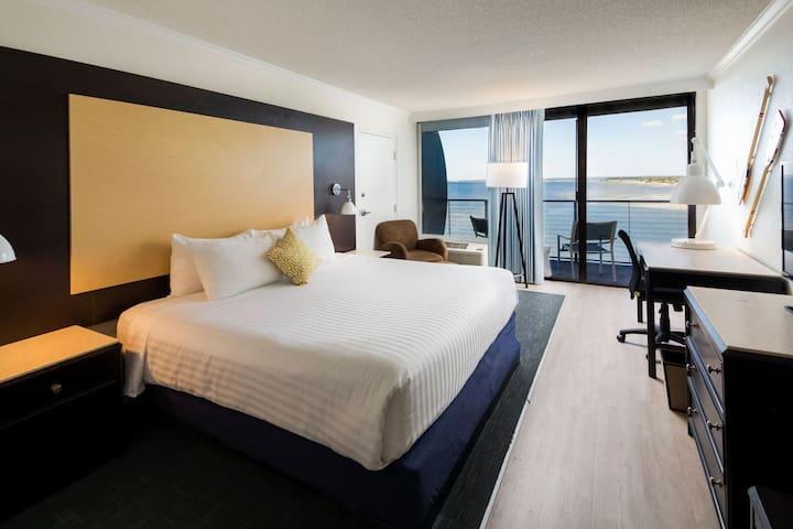 Godfrey Hotel - Waterfront King