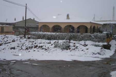 casa  en  pueblo  de la  calahorra - LA  CALAHORRA - Rumah