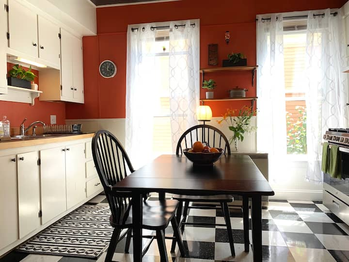 RETRO BnB in the Heart of East End Portland