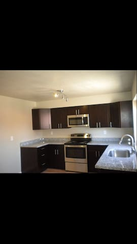 Cozy 2 private BR/1bth available - Vista - Apartment
