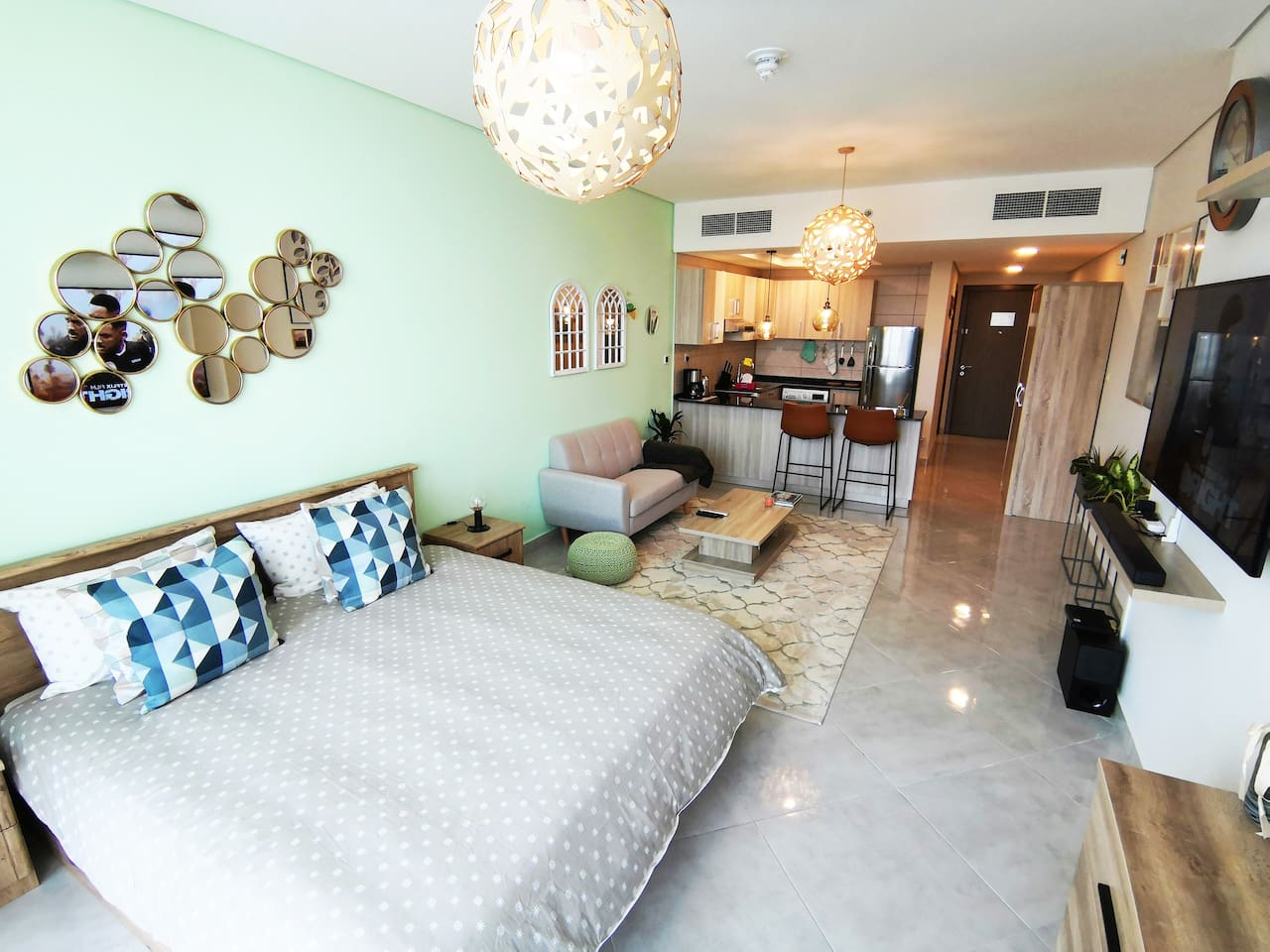 Stylish interior for a comfortable and productive stay