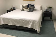 King bed close to MSU, Horrock's & Lansing Mall