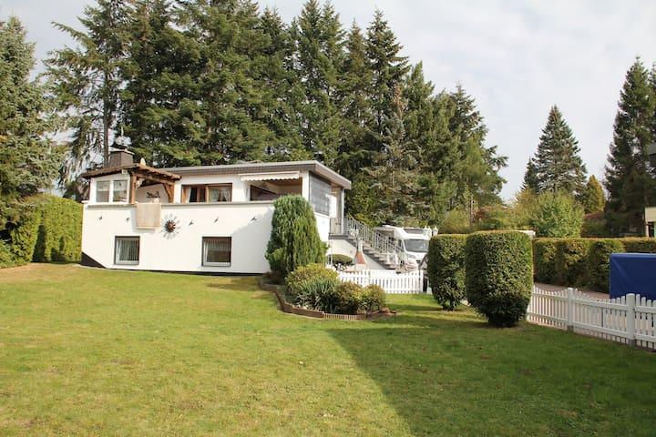 Urlaub am Edersee: Haus mit Garten- 3 Schlafzimmer - Waldeck