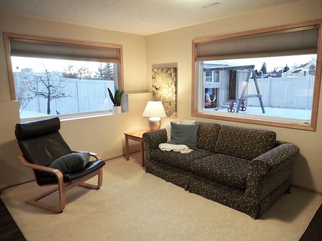 Bright 2 Bedroom Suite in Okotoks
