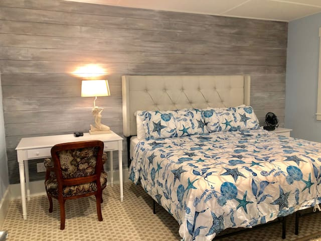 Carriage House Suite#5 ~ Heart of Oldtown by Beach