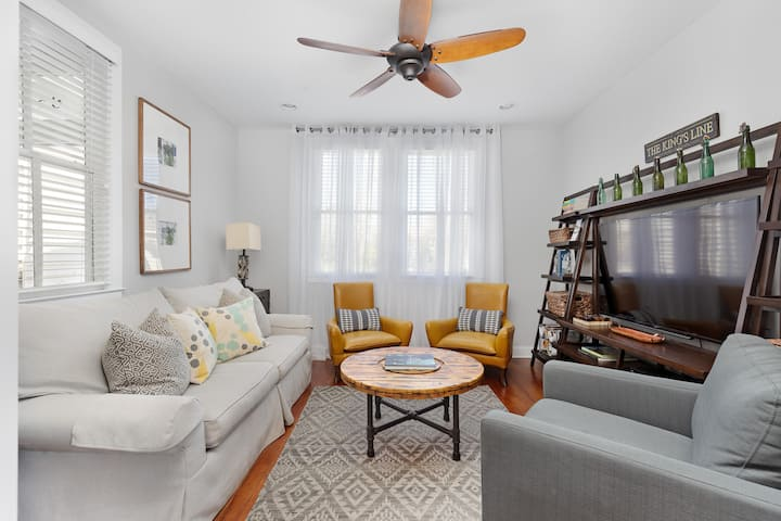 Renovated Luxury 2 BD Home in Downtown + Parking