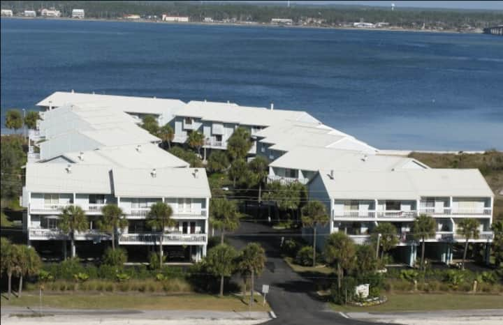 Large Island Townhouse w/ View of Santa Rosa Sound
