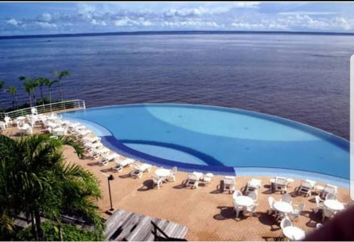 Apto, linda vista para o Rio Negro  e piscina.