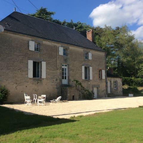 Moulin à eau- grand gîte près Puy du Fou - Nueil-les-Aubiers - บ้าน