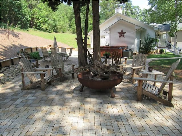 Lake Lanier Entire Home with DS Dock