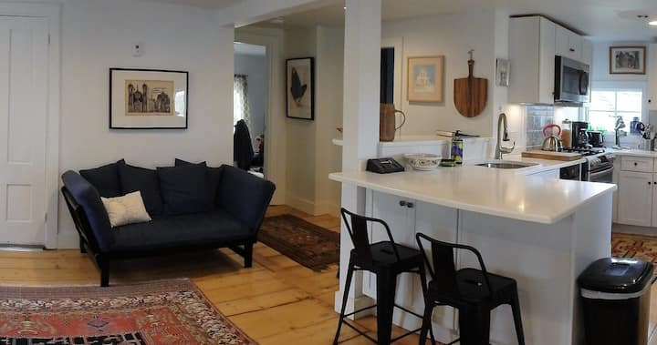 Wellfleet Harbor-Creekside Apt in Heart of Village