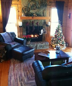 Beautiful lakefront log cabin - Mill Spring