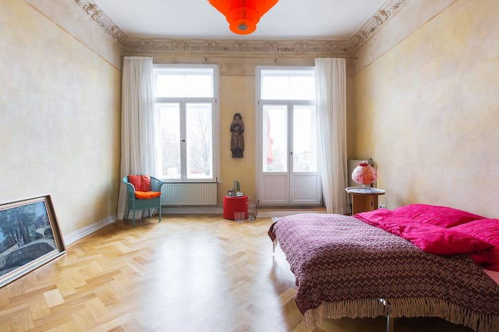 Beautiful bright room with balcony - old building