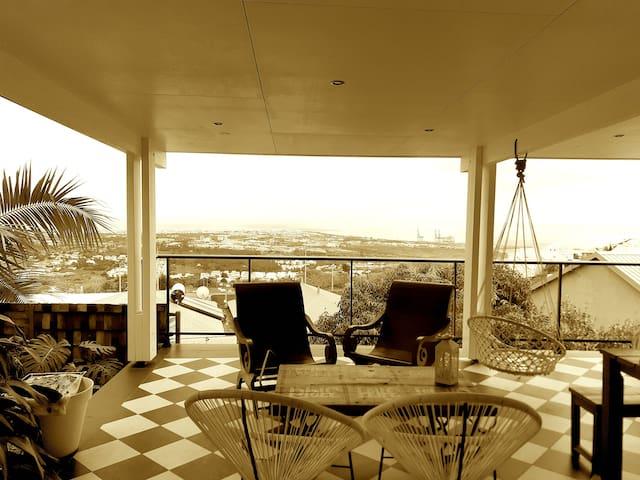 Suite parentale à l'étage d'une jolie villa créole