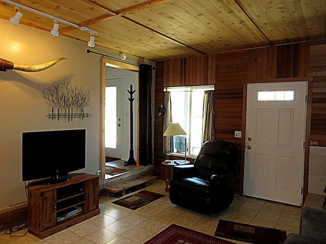 PC Beach Cottage #123 - affordable cabin quick walk to beach, surf and pub!