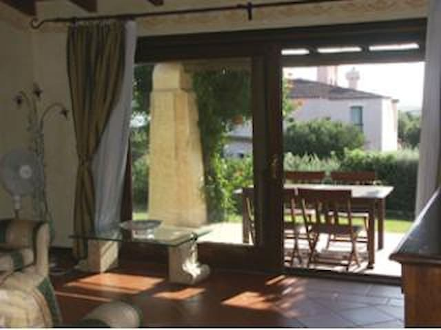 Villetta con piscina privata - Stintino - House